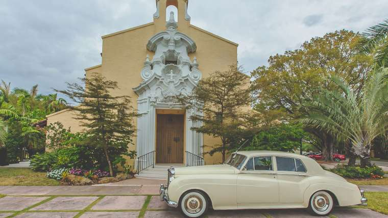 Limo waiting outside of our historic sanctuary (Photo by Nat and Bryan Photography)